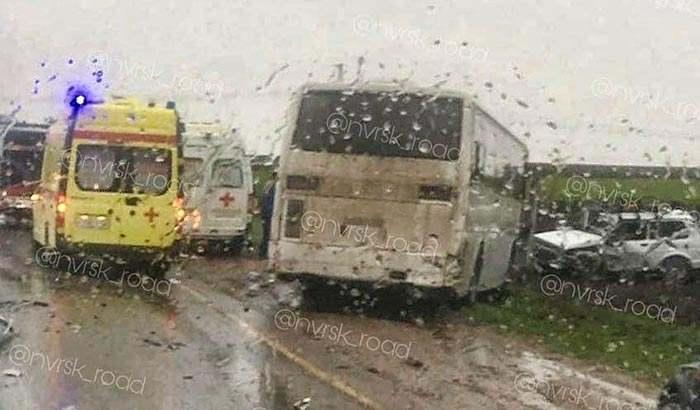 Столкновение с автомобилем «Нива» и вахтовым автобусом Hyundai
