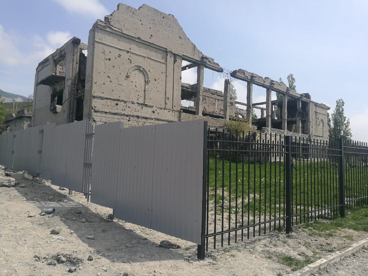 ДК цементников в Новороссийске обнесли забором
