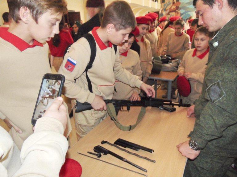 Новороссийским юнармейцам доверили оружие