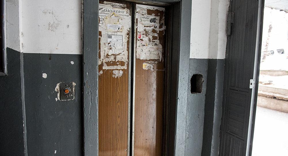 Новороссийск хочет заменить все старые лифты