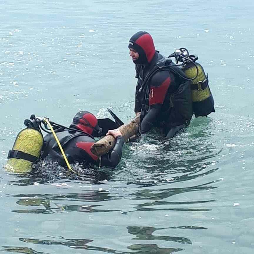 Новороссийские спасатели обследуют морское дно
