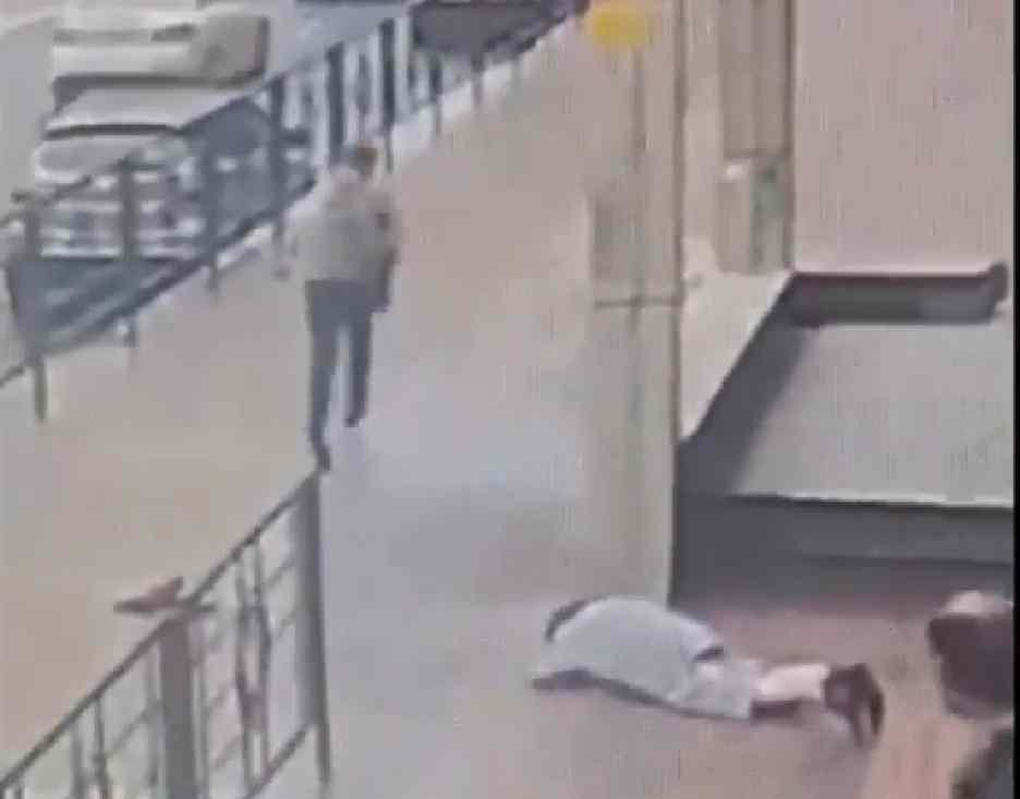 ВНовороссийске задержали женщину, которая вырвала упенсионерки сумку сденьгами