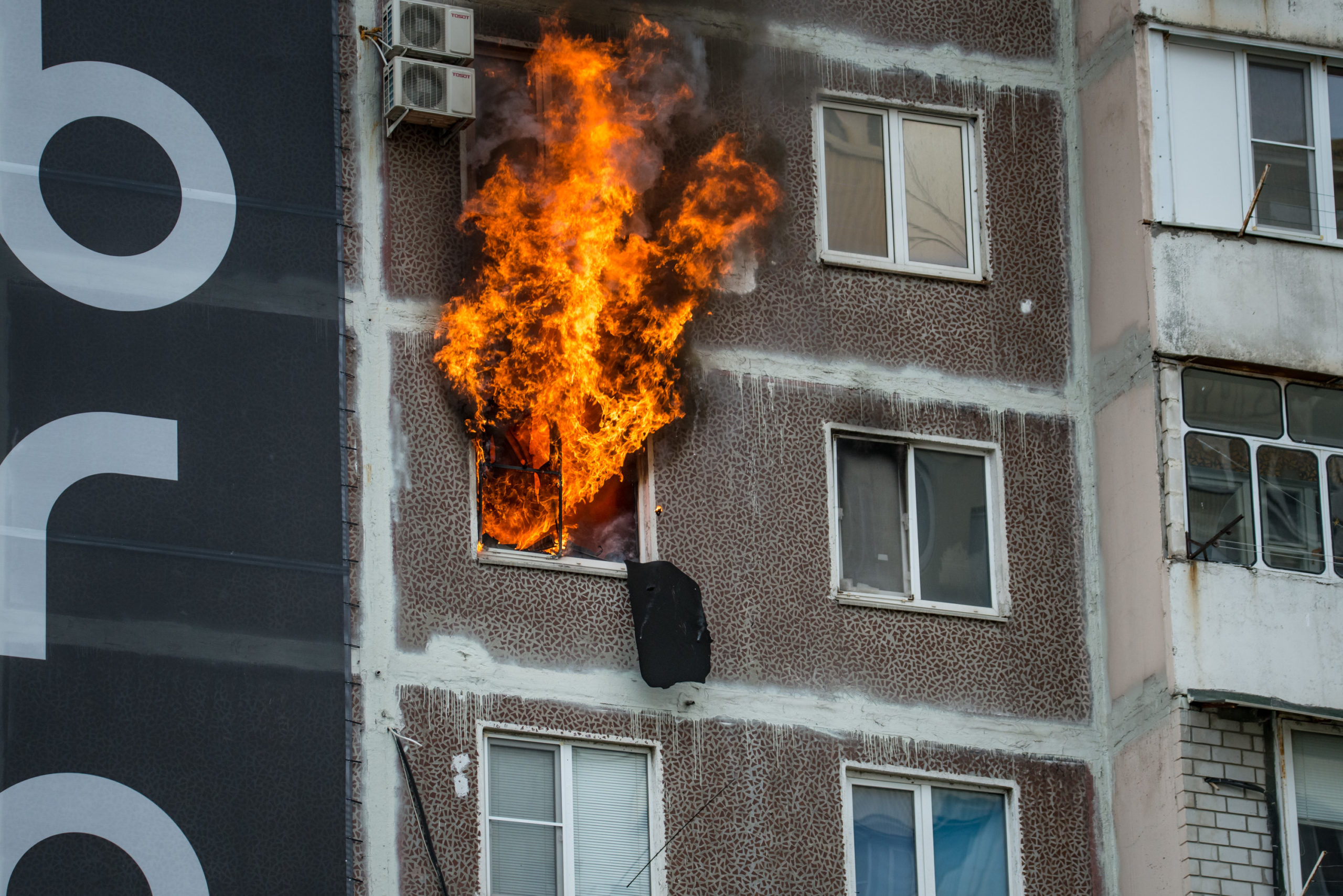 Пожар в многоэтажке по ул. Дзержинского в Новороссийске