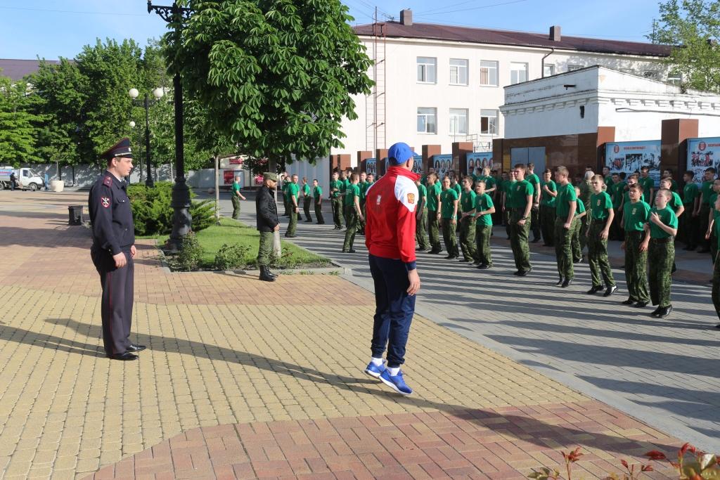 В Новороссийске прошла зарядка со стражами порядка