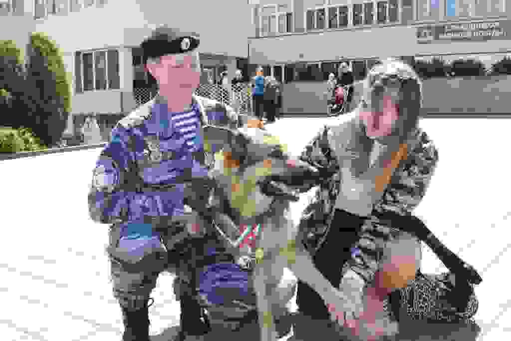 В Новороссийске полицейские — кинологи рассказали школьникам о службе