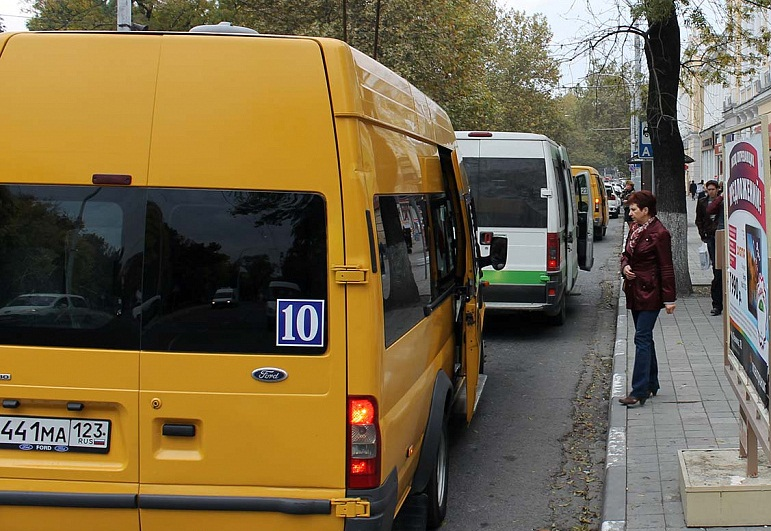 Новороссийских водителей сняли с маршрутов