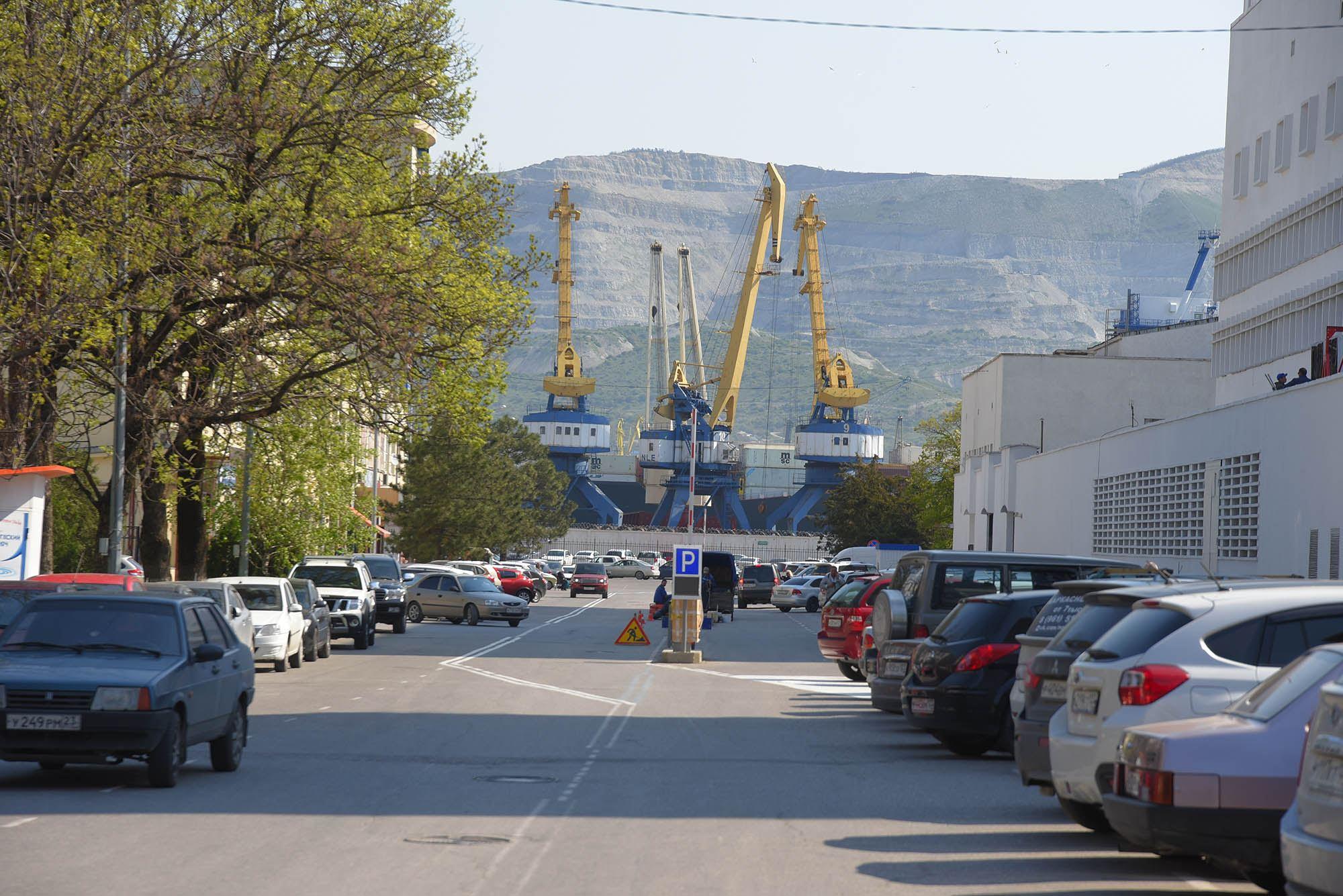 Платную парковку на Леднева в Новороссийске признали ошибкой