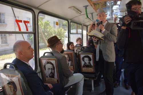 По Новороссийску разъезжает музей на колесах