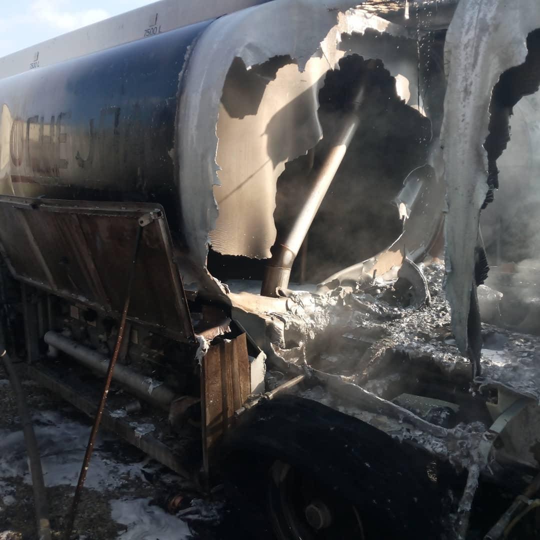 ВНовороссийске загорелся бензовоз, водитель тоже был охвачен пламенем