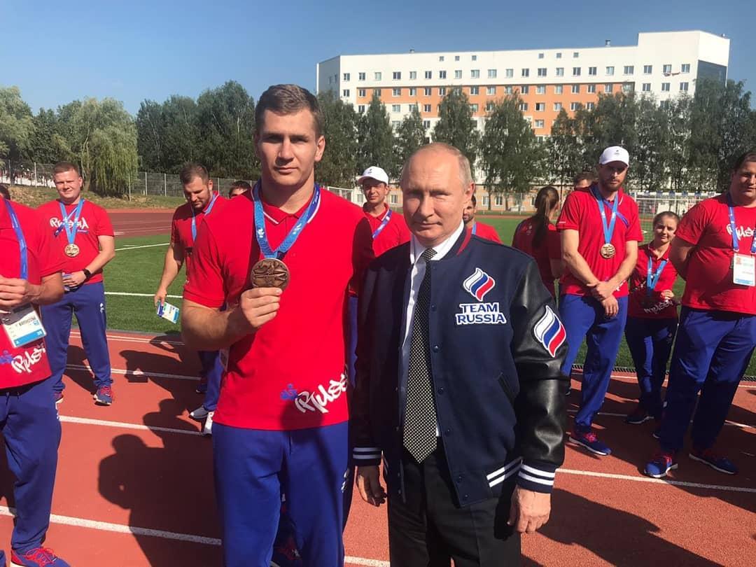 Президент России Владимир Путин лично поздравил новороссийского борца