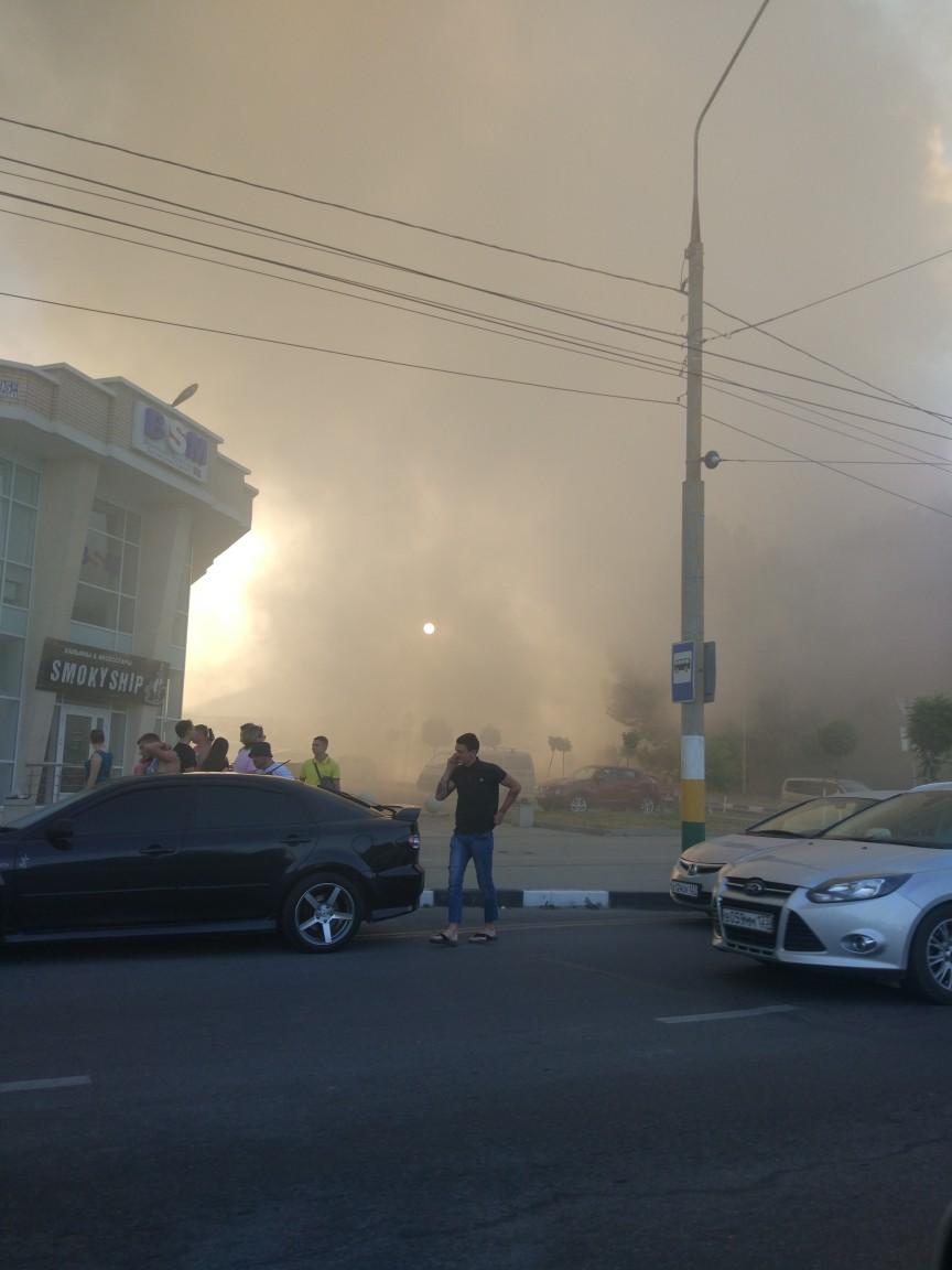 ВНовороссийске горит ангар учебного центра