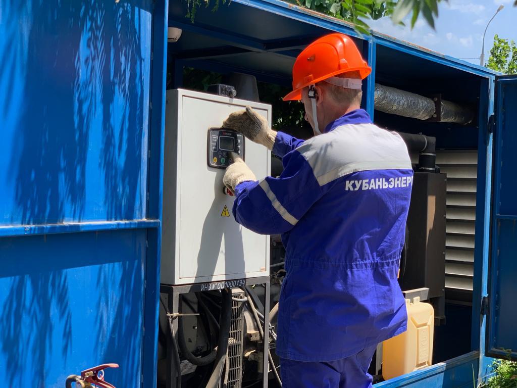 Пригород Новороссийска получает электричество по резервным схемам и от дизельгенераторов