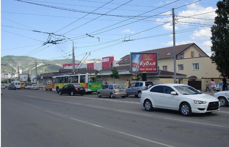 На Магистральной и Цедрика в Новороссийске «зебра» будет тормозить гонщиков