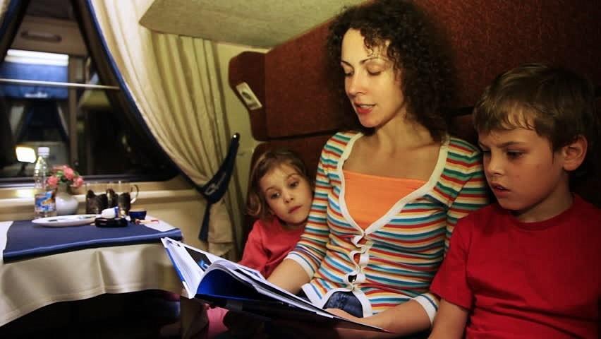 В фирменных новороссийских поездах появились библиотеки для детей
