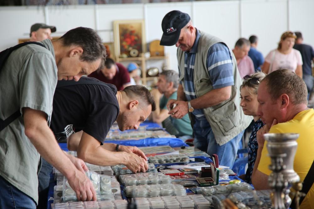 В Новороссийске открылась не просто антикварная выставка, форум коллекционеров
