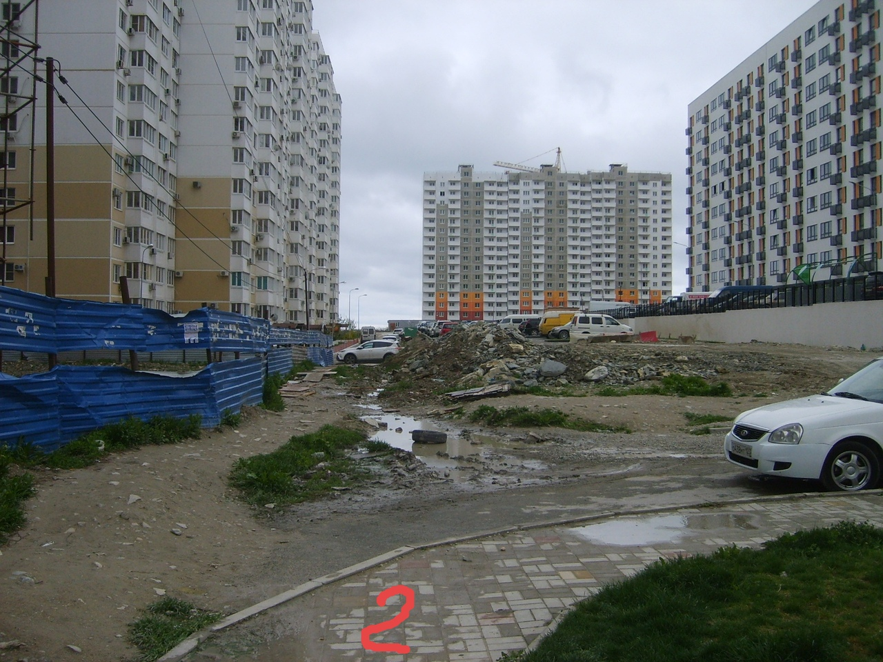 Новороссийские застройщики сделали тротуар из хлама