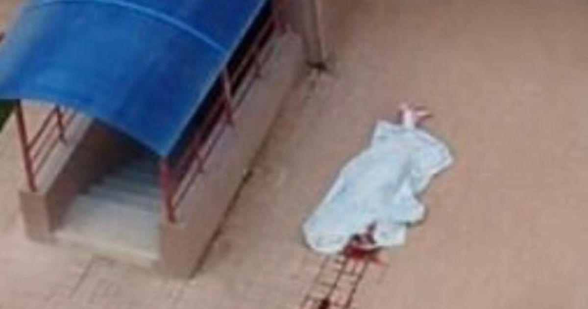 В Новороссийске из многоэтажки выпала девочка-подросток. Шансов выжить не было