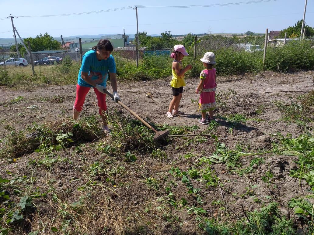 ВНатухаевской под Новороссийском жители строят сквер сродником
