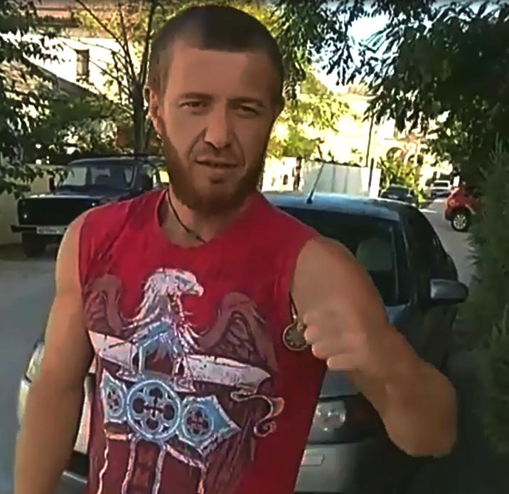 Новороссийск подхватил флешмоб по свинчиванию пробки с бутылок ногой