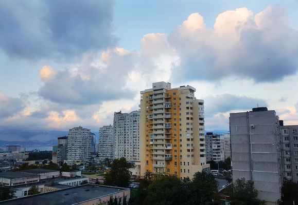 ВНовороссийске с4этажа выпала пенсионерка