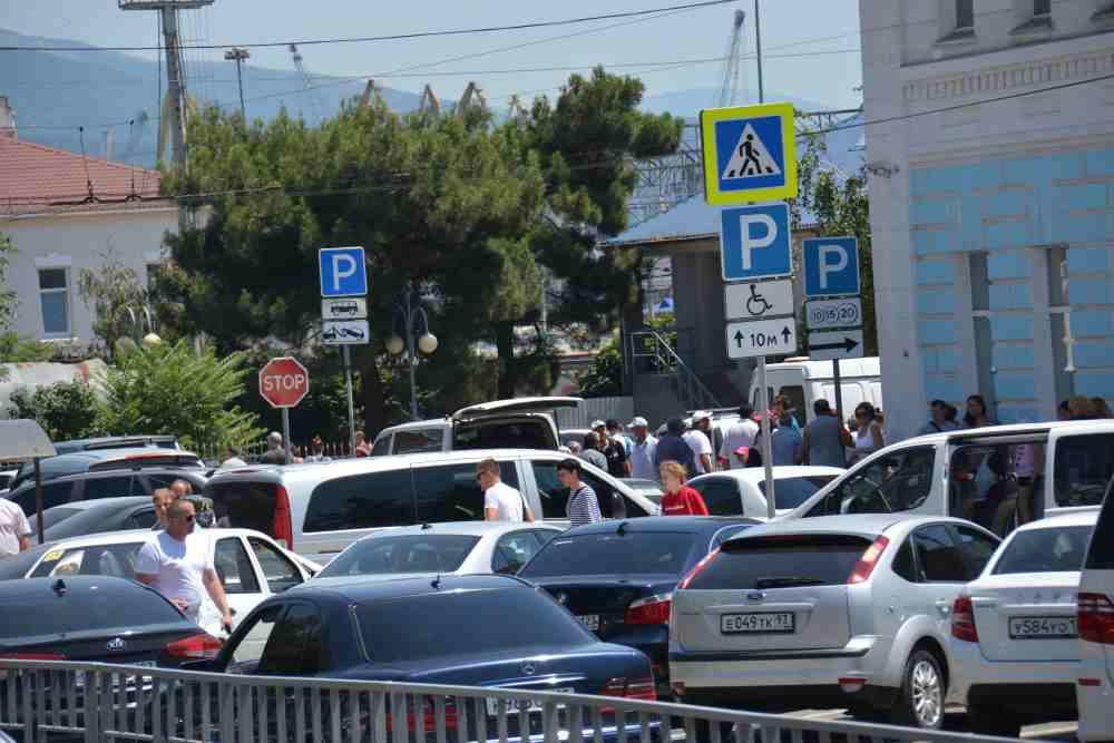 Привокзальная площадь Новороссийска: где парковаться?