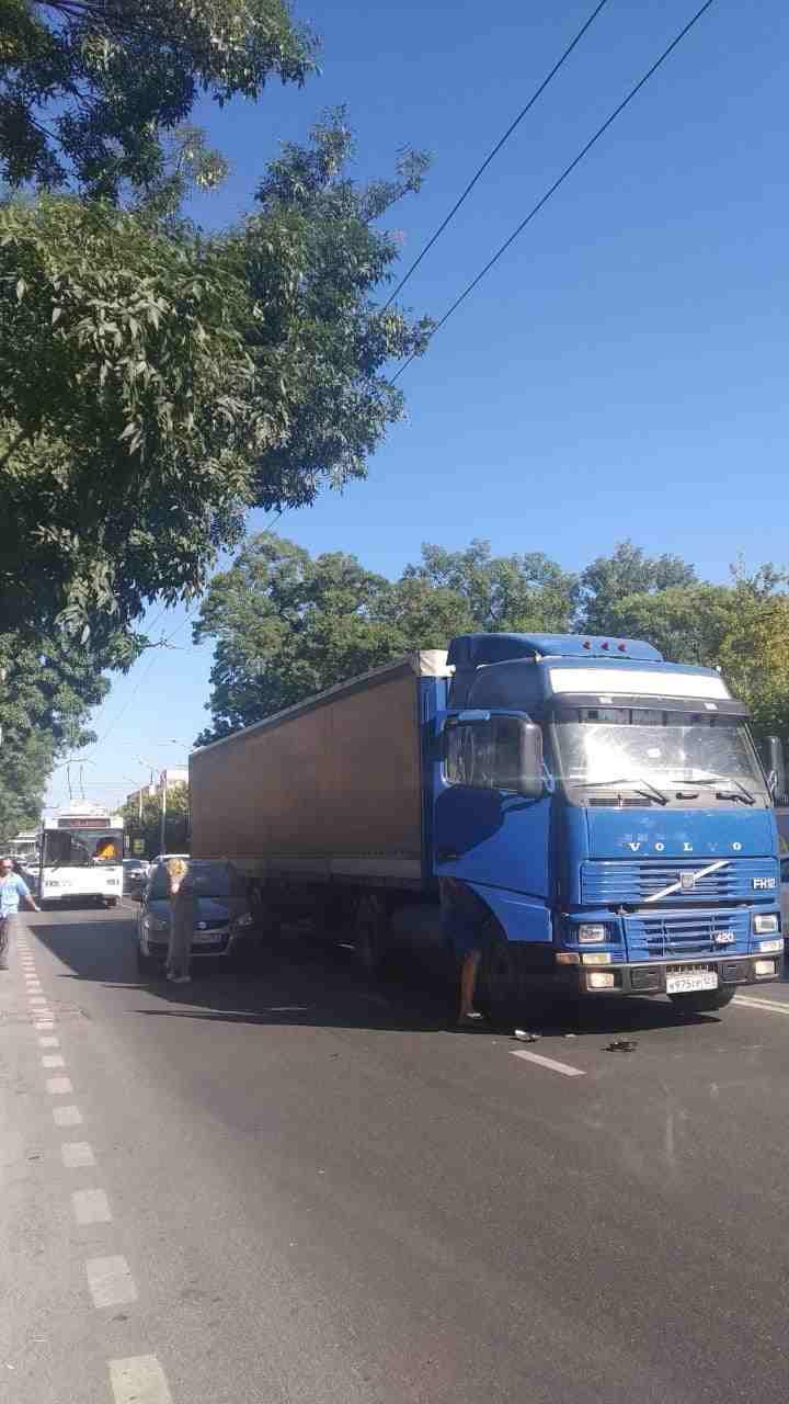 На Анапском шоссе в Новороссийске собирается огромная пробка