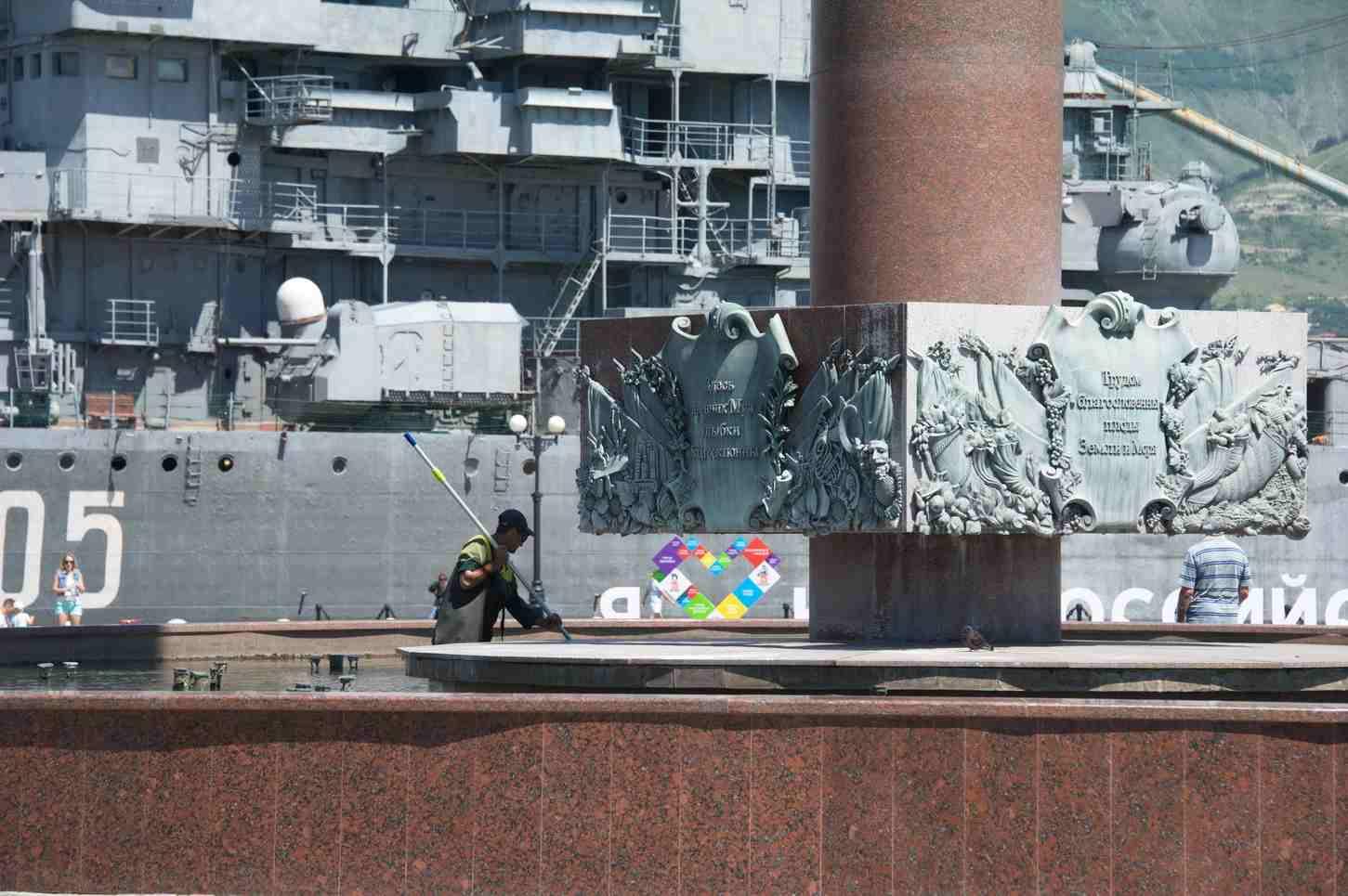 В Новороссийске фонтаны помоют с порошком