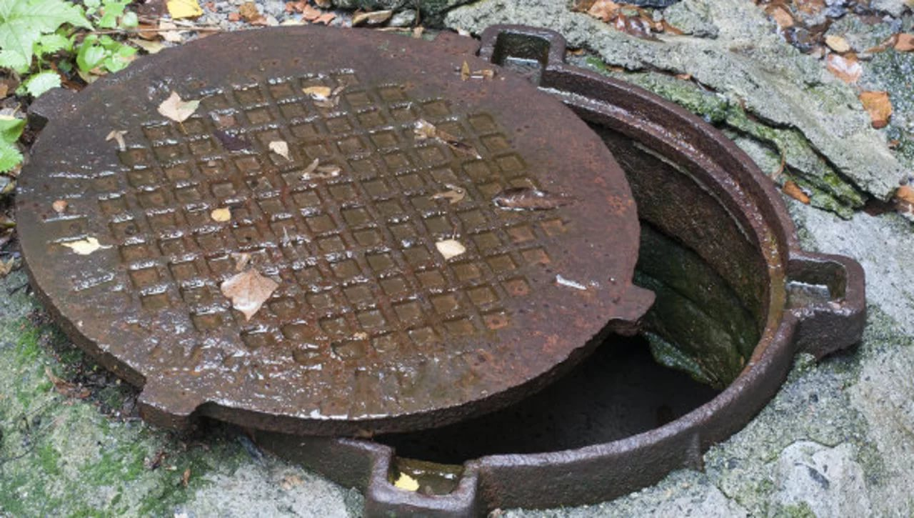 Жители Сакко иВанцетти используют канализацию как мусорку