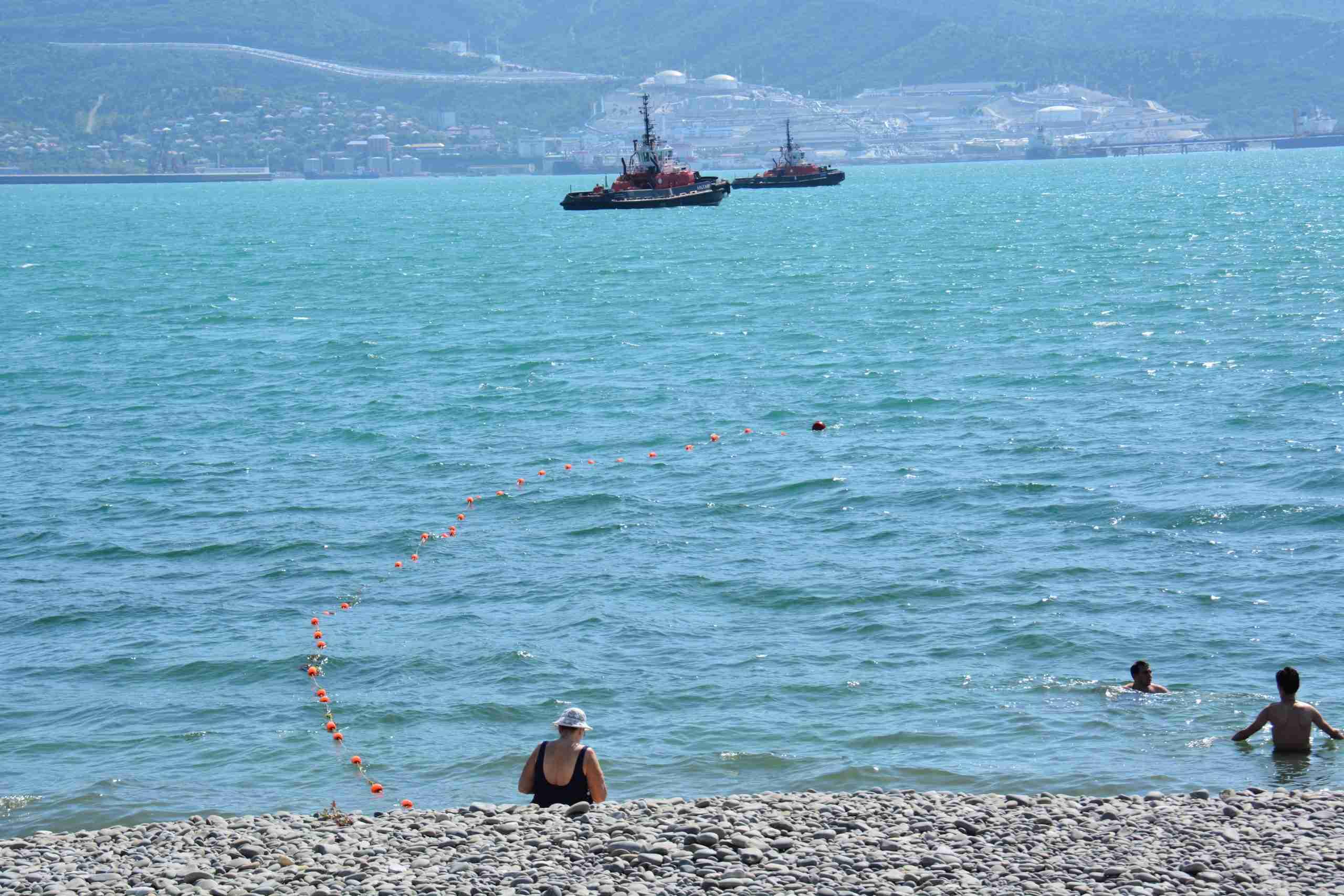 Погода в Новороссийске: на море можно только смотреть, плавать холодно