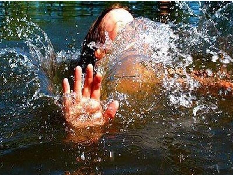 В Новороссийске на неофициальном пляже чуть не утонул ребенок