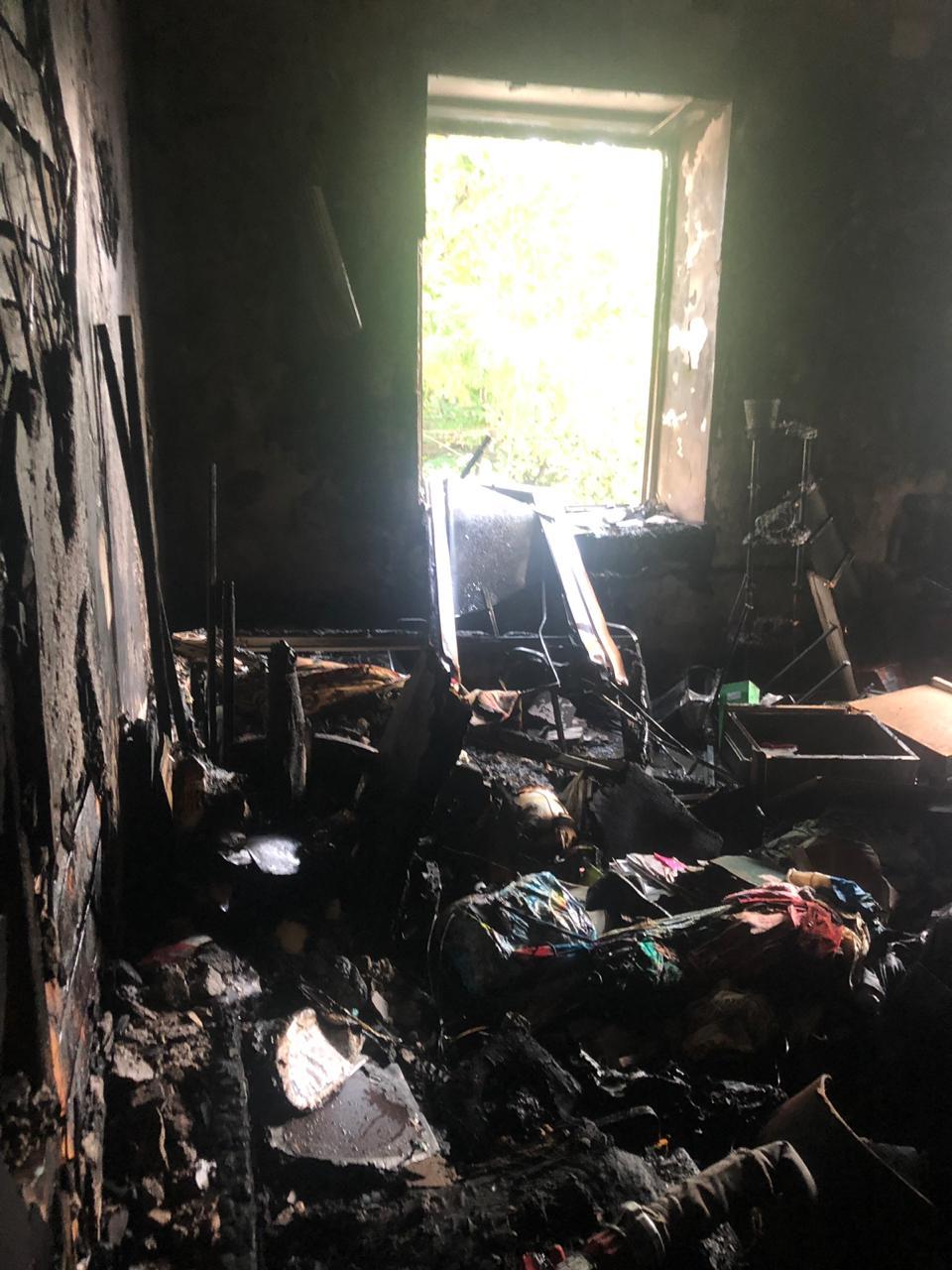 ВНовороссийске изгорящего дома эвакуировались люди