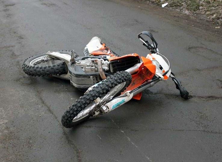 В Новороссийске мотоциклист сломал ключицу, чтобы спасти пенсионерку