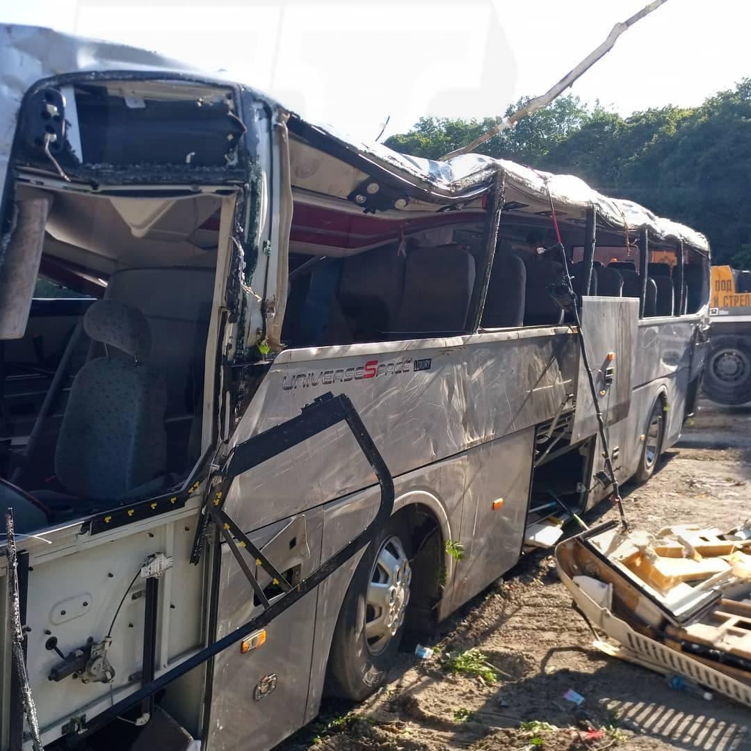Водитель экскурсионного автобуса, перевернувшегося вДТП под Новороссийском, задержан