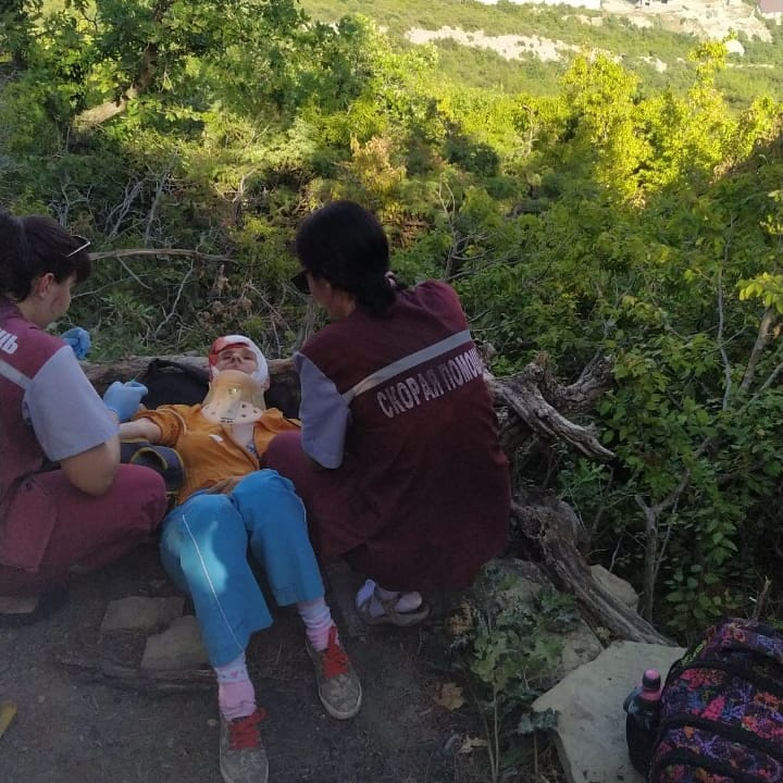В Новороссийске с горы упала женщина