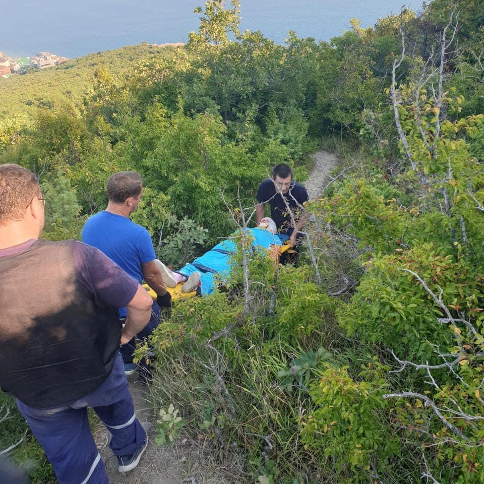 ВМысхако спасатели эвакуировали пострадавшую с горы Колдун.