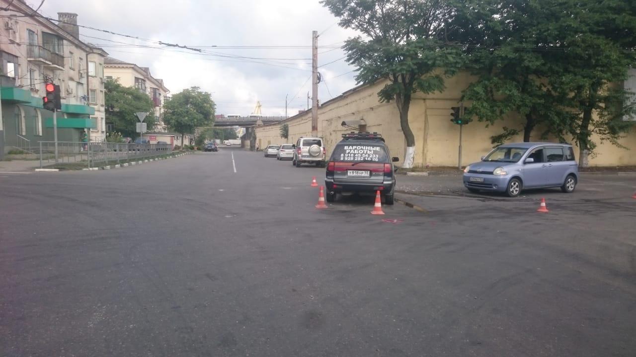 ВНовороссийске протаранили машину сдвумя малышами