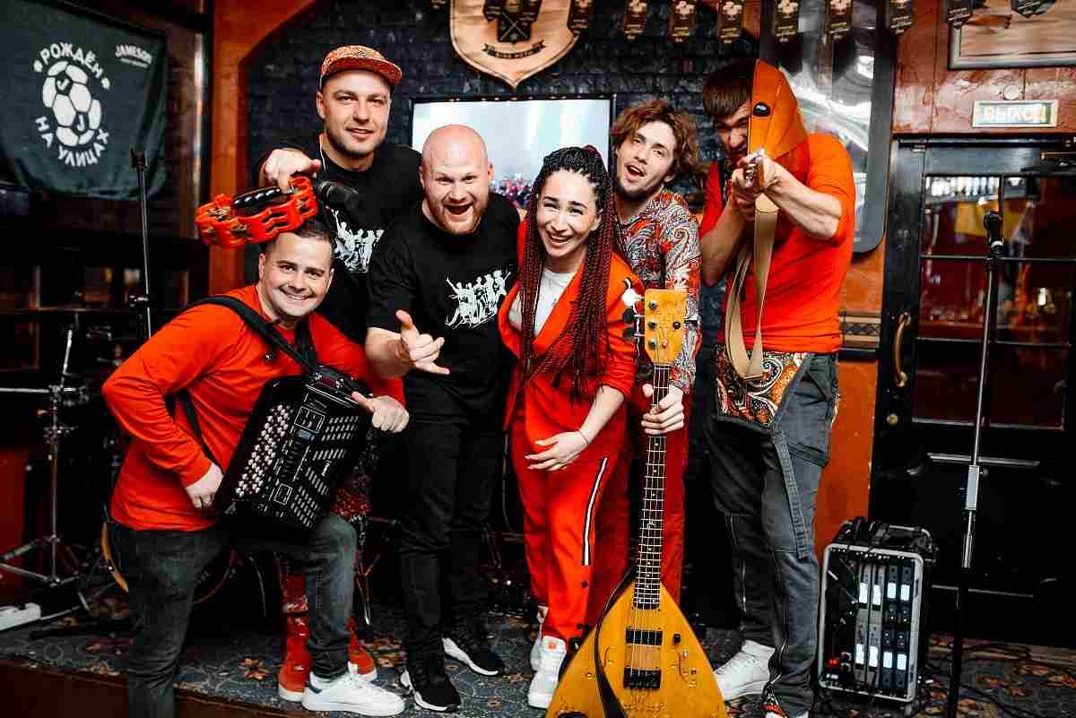 «Гламурный колхоз» вАбрау-Дюрсо: бесплатный концерт известной кавер-группы уже вэту субботу