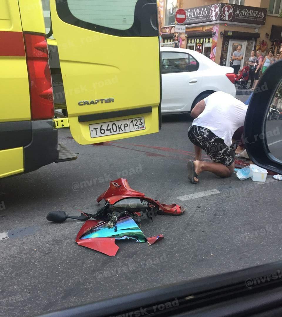 В Новороссийске мотоциклист, маневрируя между машинами в пробке, сбил пенсионерку насмерть