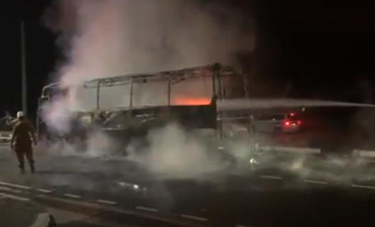 Неподалеку от Новороссийска загорелся пассажирский автобус с людьми в салоне