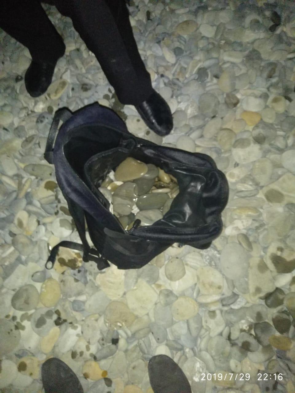 ВНовороссийске парень пытался утопиться, набрав полный рюкзак камней
