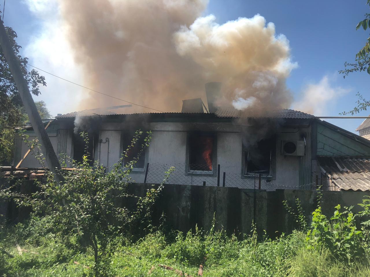 Мать идвое детей оказались заперты вгорящем доме под Новороссийском