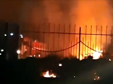 В Новороссийске ночью горела территория возле «Магнита»