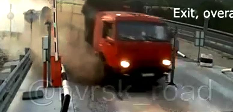 Под Новороссийском у «КамАЗа» отказали тормоза
