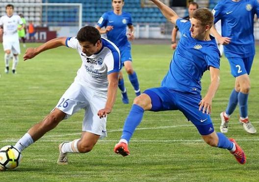 В Новороссийске «Черноморцу» пришлось сражаться с двумя противниками сразу