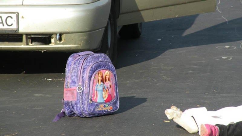 Новороссийская школьница первый раз пошла в школу одна и попала под машину