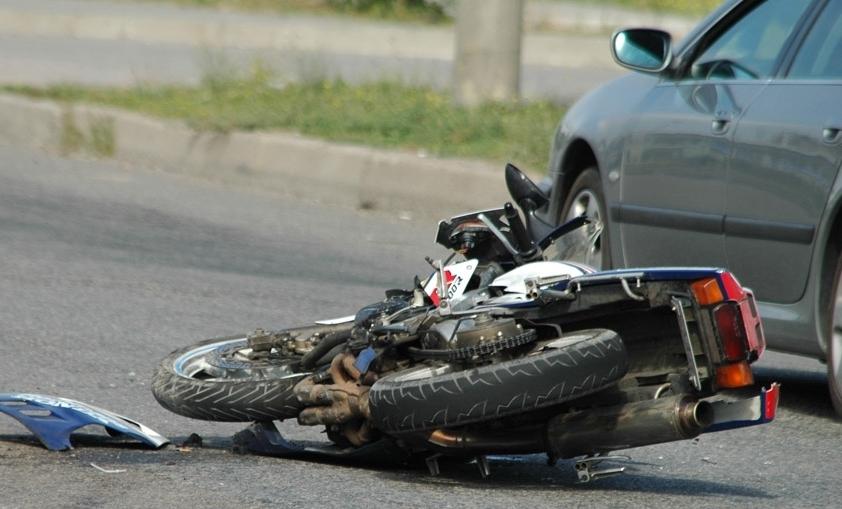 ВНовороссийске ссерьезными травмами вбольницу попал 15-летний мопедист