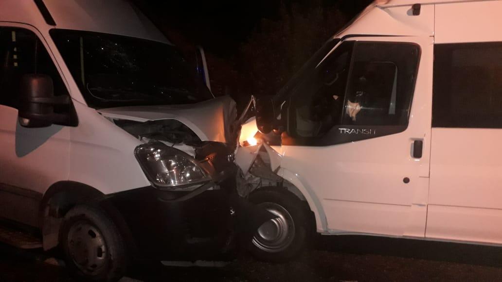 Под Новороссийском ночью столкнулись два микроавтобуса