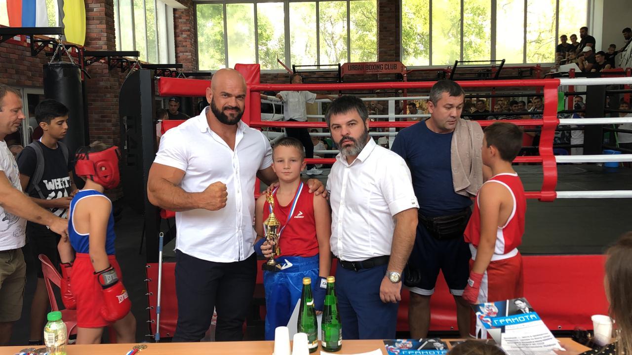 В Новороссийске прошел боксерский турнир памяти Геннадия Лейфера