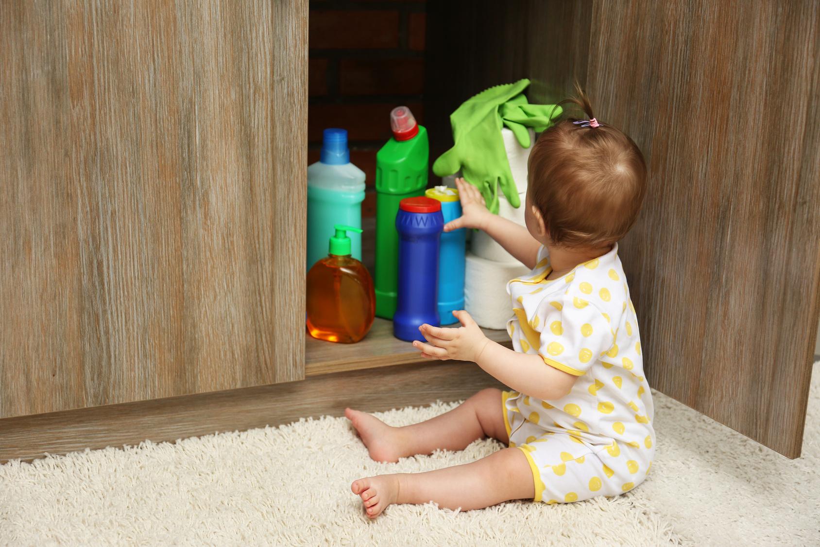 В Новороссийске двухлетний ребенок отравился бытовой химией