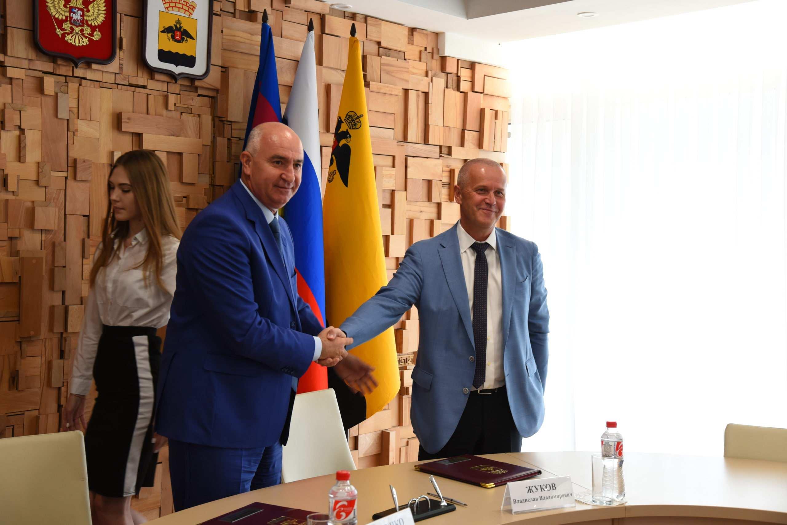 Подписано соглашение осоциальном партнерстве между администрацией города иНовороссийским зерновым терминалом